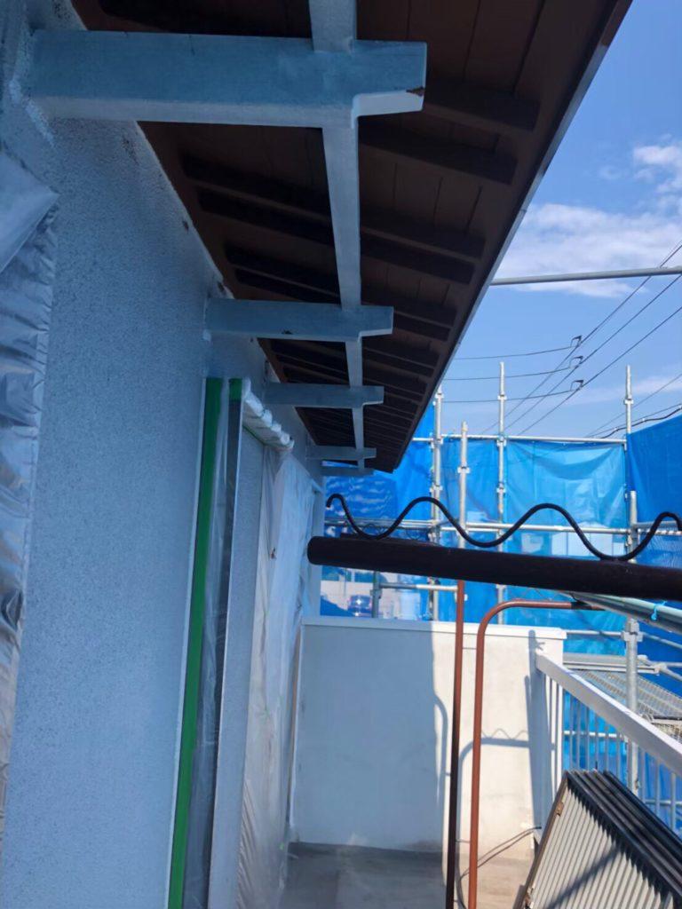 軒天井の塗装中写真