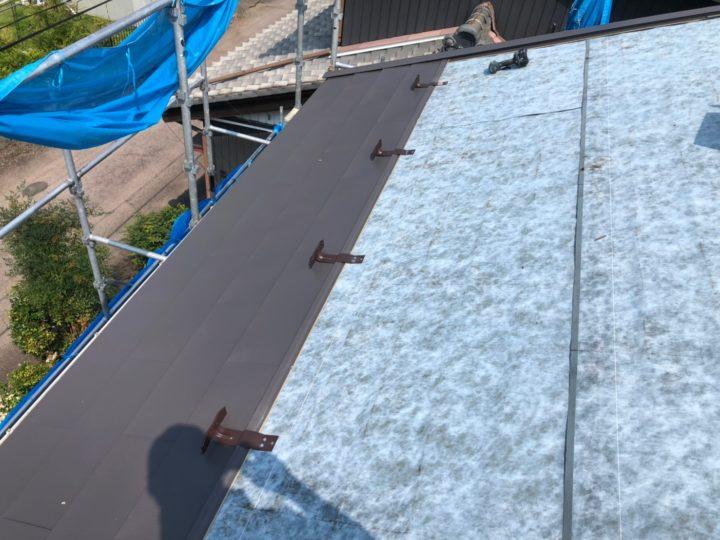ガルバリウム鋼板屋根材取付