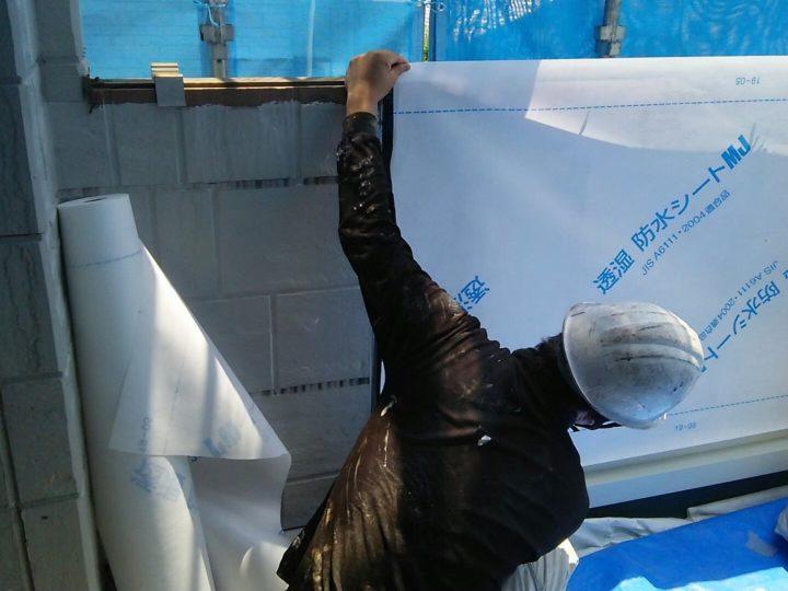ベランダの防水シート貼り作業