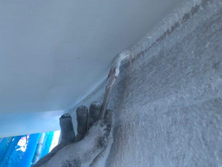 車庫軒天部塗装作業