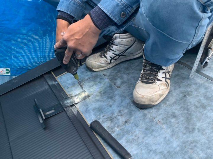 屋根材の取り付け