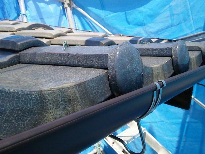 岐阜市在住のK様。きっかけは折込チラシ。台風の被害で雨樋損傷してしまったが、修理の際に火災保険の風災補償が適応されると知りご相談に来られました。屋根も被害に遭われており保険で修理できました。