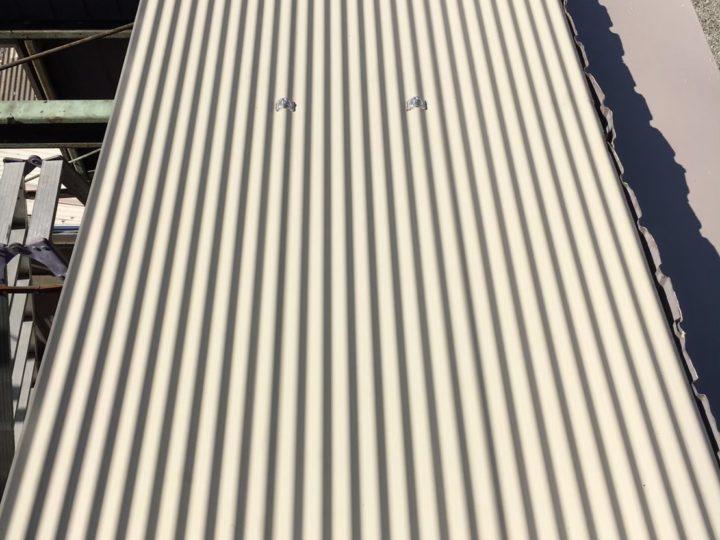 車庫トタン屋根取付
