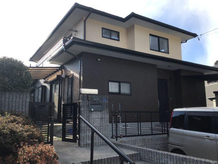 岐阜県岐阜市のT様。築20年が経ちスレート屋根の色褪せと外壁のチョーキングが気になりご相談いただきました。そんな時feelgoodの広告を見てオープンイベントにご来場されました。