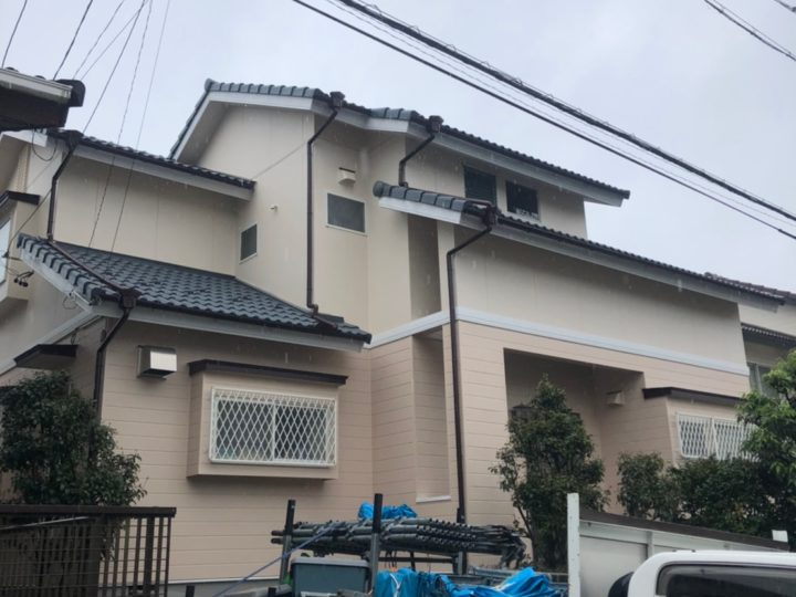 関市在住のM様。屋根と外壁の劣化がお悩みでした。調査させて頂くと火災保険が適応される可能性があることが判明。保険申請のお手続きからのサポートにとても喜んでいただけました。