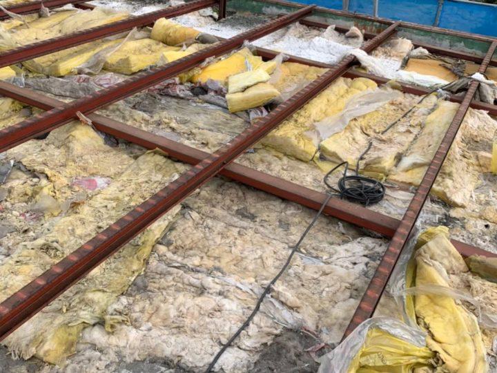 屋根、ベランダ手摺解体作業