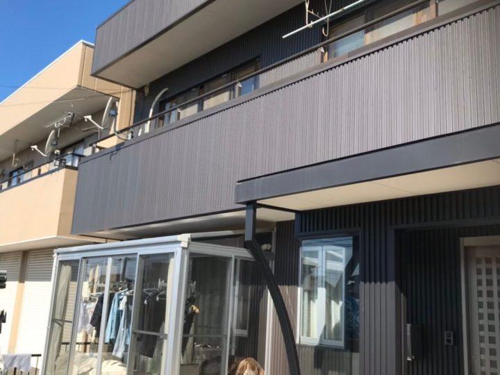 岐阜市T様 外壁ガルバリウム鋼板カバー工事 責任もって最後まで仕事をしてくれるのかどうか。安さが一番ではないと知ったからこそ保証期間がしっかりしていてアフターサービスがしっかりしていた印象のfeelgoodにお願いしました。