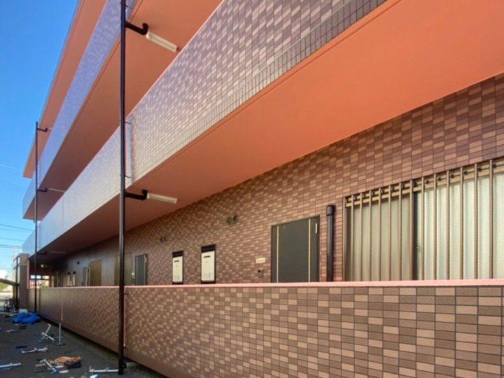 各務原市I様邸 鉄筋コンクリート3階建てのマンションの外壁塗装。タイル面の補修依頼についてもお問合せ頂きました。タイル面の補修と一緒にモルタル部分の塗装も一緒にお願いしました。