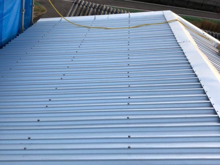 美濃加茂市N様 台風が来る前に倉庫のスレート屋根を補修とカバーをしたいと思い、看板で見つけたfeelgoodさんに問い合わせをしてお願いしました。