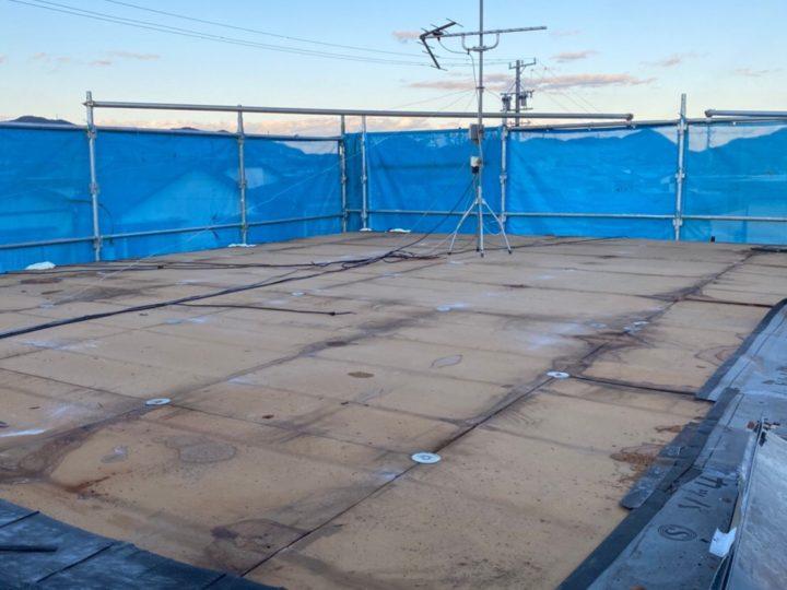 既存の屋根材撤去、下地調査