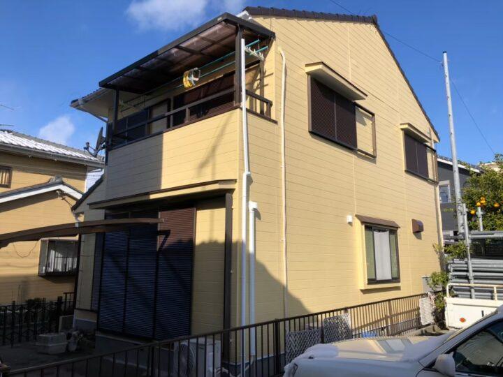 岐阜市U様 台風の被害で外壁がはがれてしまいました。隣接している駐車場に停めてある車に被害を出す前に、早く工事したいと思ってました。