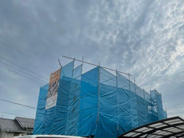 関市Y様邸 外壁及び屋根塗装工事着工致しました✨ 樋の破損が気になっていて、前回塗装から期間もあいていたのでお問い合わせしました。